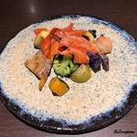 Yui - 自家菜園産の10種の野菜のバーニャカウダ