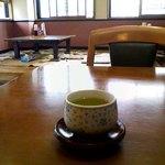 そば秋 - 季節柄か、緑茶が出された。(11月)