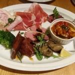 カゼ ウズマキ - 小皿前菜5種と生ハムサラミのスペシャル盛合せ ¥1650