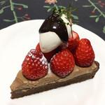 102072370 - チョコレートケーキ。バレンタインなので