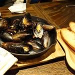 102076690 - ムール貝のワイン蒸し