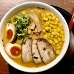 ら~麺藤平 - 熟芳 みそラーメン コーンと味玉トッピング
