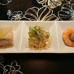 Honkonrou - 鶏、パサパサ?の麺、エビ。