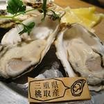 102089044 - 本日の生牡蠣  三重県桃取産