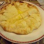 クマリ レストラン - チーズナン