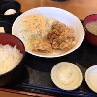 酒肴 ちいち-ランチの唐揚げ定食