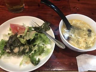大衆中遊華食堂八戒 - サラダと玉子スープ