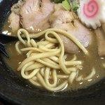 にぼしこいし - 超濃厚煮干しラーメン 麺は平打ちの太麺