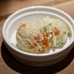 餃子とスパークリング バブルス - ポテサラ