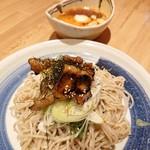 天ぷら酒場 KITSUNE - ピリ辛肉つけそば(680円)