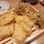 天ぷら酒場 KITSUNE - 国産鶏名物とり天4ケ(320円)まいたけ(100円/個)