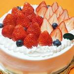102107972 - 国産苺のデコレーションケーキ