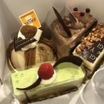 102108996 - この日購入したケーキ