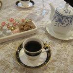 サロン・ド・シェフ・ナカヲ - コーヒー ポットにはコーヒーが入っています
