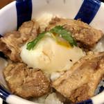 がんこや かるがん - 料理写真:チャーシュー丼@500円   とろっとろっのチャーシュー(というより豚バラの角煮)と温玉が乗って絵も言われぬ美味さ