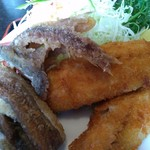 磯五郎 - 料理写真:アジフライ&イワシの骨唐揚げ