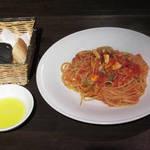 102117832 - 活カレイとアサリのトマトソーススパゲティー