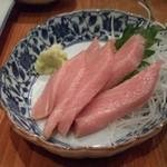 三葉洞 - 料理写真:大トロ刺身480円