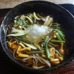 10212264 - 山菜そば@800円。