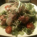 もじよ - 本日の鮮魚サラダ。カンパチとネギトロ。680円。