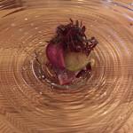 102123681 - マグロの前菜。ビーツのソースが美味しい