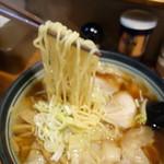 満月 - 麺とワンタンは酒田の本店から搬入〜!