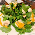Toukyoukicchin - パクチー、マッシュルームのサラダ