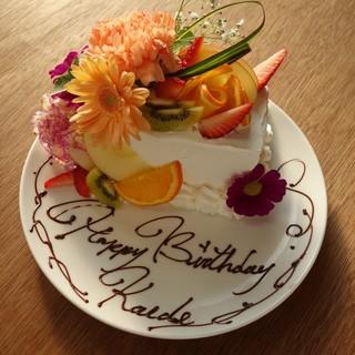 記念日やサプライズに!フラワーケーキで大切な日を皆でお祝い