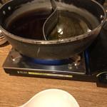 花ごころ - 選べるスープで左がすき焼き風、右が鰹出汁