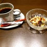 102141661 - ホットコーヒーと黒糖のティラミス