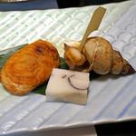 旬魚たつみ - 焼きもの  河豚の白子の醤油焼き、白バイ貝の醤油焼き、むかご真丈