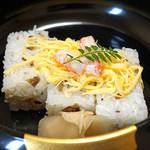 旬魚たつみ - 松葉蟹の押し寿司