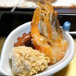 旬魚たつみ - 先付  猛者海老の素揚げ、地蛸、スズキの子の旨煮