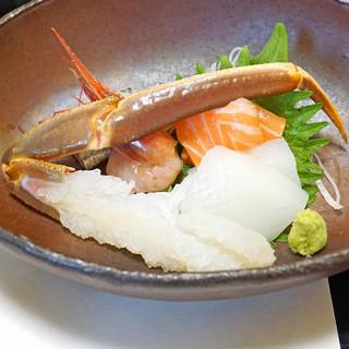 旬魚たつみ - 料理写真:お造り  浜坂産 松葉蟹、甘海老、サーモン、烏賊、鰯