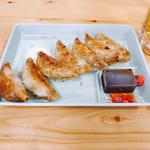 102148017 - 屋台餃子 軽くって美味(*´∀`)♪皮、薄くてパリパリ