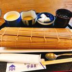 旬の味 伊藤屋 - 巻きすに入った鯛ご飯!