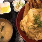もつ鍋 清水 - エビフライ丼 四本(880円)