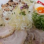らーめん弥七 - 「塩ちゃーしゅー麺(麺量140g )」+「麺中盛70g」