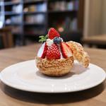 キッサ マシマロ - 料理写真:2019年2月再訪:苺のデコシュー☆