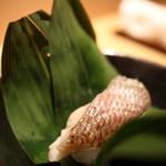 寿司 さ々木 - 半分にして食べました