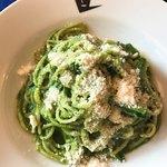 トラットリア ルッチョラ - 法蓮草とナッツペーストのスパゲティ。綺麗なグリーン。