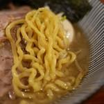 灼味噌らーめん 八堂八 - 小林製麺の玉子麺