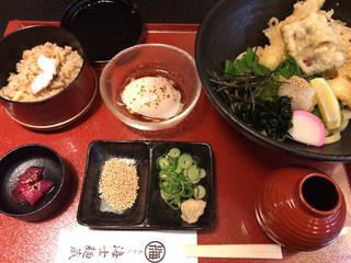うどん居酒屋 海士麺蔵 - ミニ明石天盛りぶっかけうどん定食