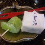 ふみくら茶屋 - 茶菓子(生姜糖と田村の梅)