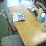 大衆食堂 泉 - テーブル席