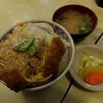 102181052 - カツ丼980円