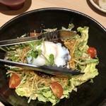 温炊き さんずい - ポテトのカリカリがのったサラダ ドレッシングが美味しかった