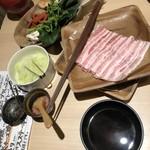 温炊き さんずい - しゃぶしゃぶのお肉と野菜