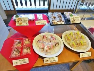 六花亭 - 桜餅&うぐいす餅