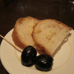 BAR小原 - オリーブとバゲット(トリュフバター)